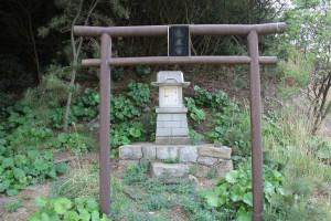 丸山島 竜王宮(反転)
