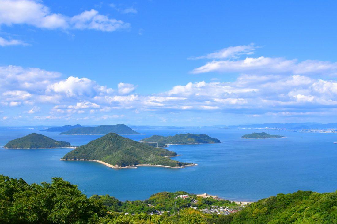紫雲出山から見た粟島の遠景
