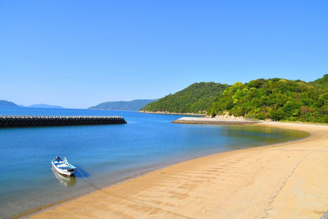 粟島の中新田の砂浜